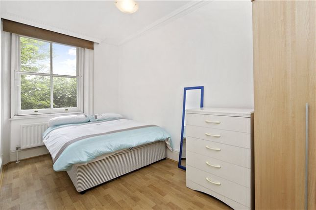 Bedroom of Cambridge Gardens, London W10