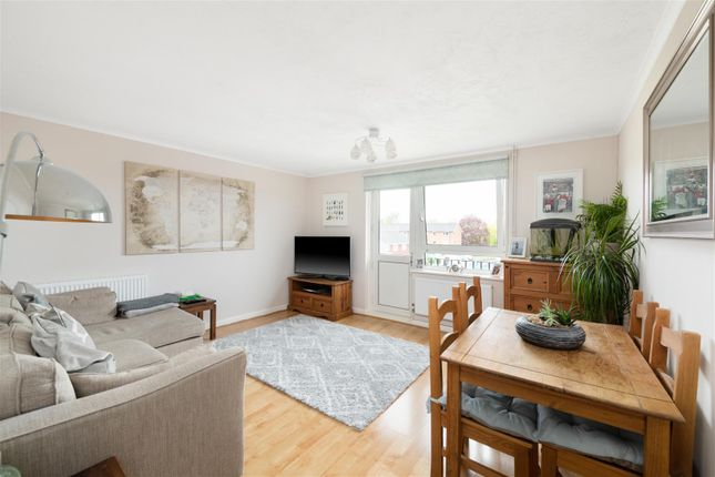 2 bed flat for sale in Court Lodge Road, Horley RH6