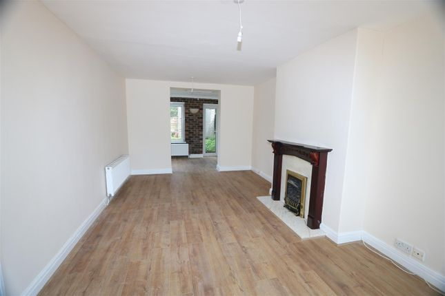 Thumbnail Semi-detached house to rent in Beech Avenue, Whitefield, Manchester