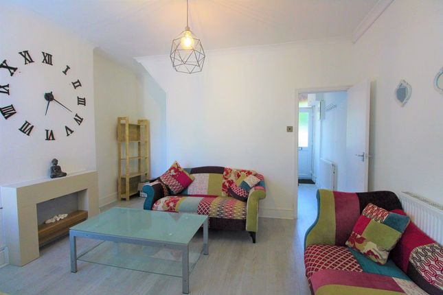 Thumbnail Property to rent in King George Avenue, London
