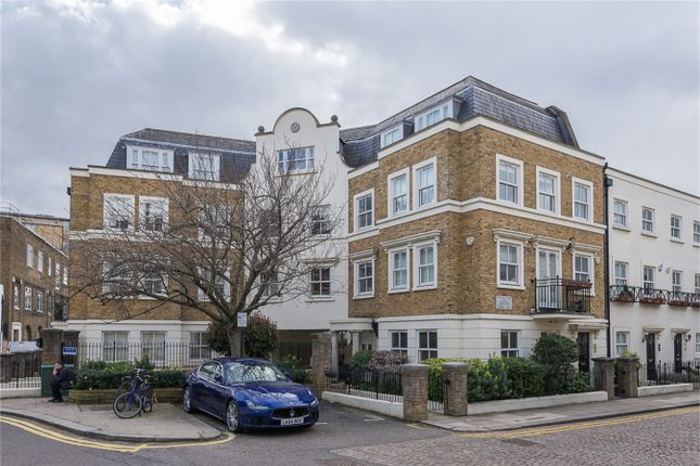 Thumbnail Flat for sale in Trafalgar Gardens, South End Row, London