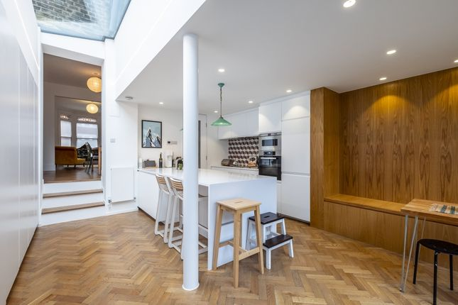 Thumbnail Flat to rent in Calabria Road, London