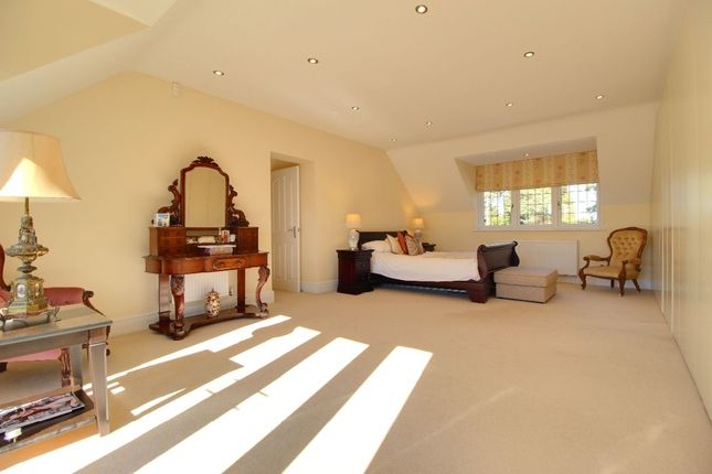 The Master Suite of Holme Green, Easthampstead Road, Wokingham RG40
