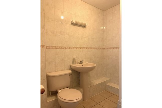 Bathroom of Wooland Court, Fleet GU52