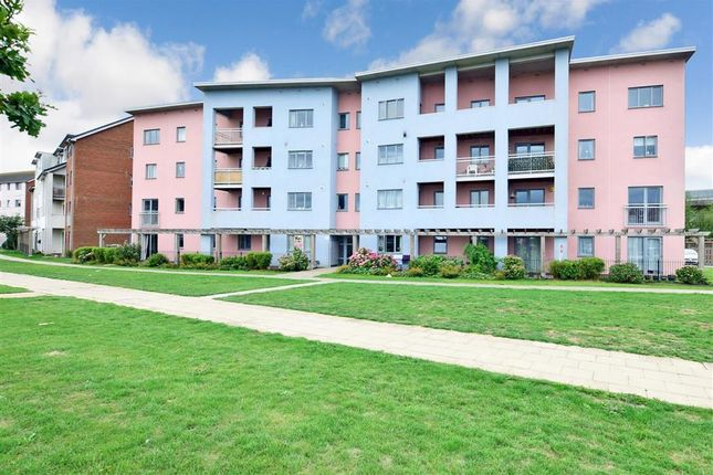 Thumbnail Flat for sale in Drummond Grove, Ashford, Kent