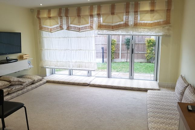 Thumbnail Bungalow for sale in Hanover Avenue, Feltham