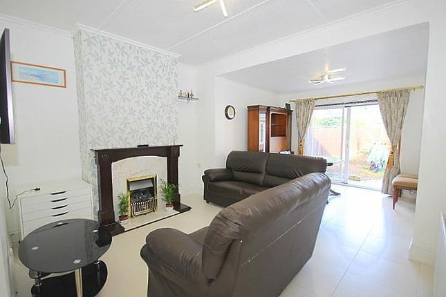 2 bed bungalow to rent in Parkfield Crescent, Feltham TW13