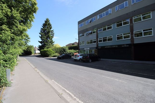 2 bed flat to rent in Silverdale Road, Gatley, Cheadle SK8