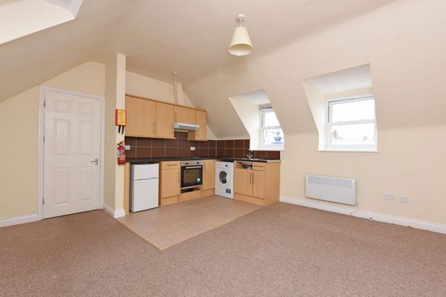 Thumbnail Flat to rent in Lynchford Road, Farnborough