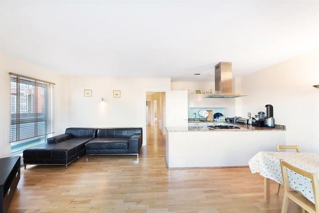 Thumbnail Flat to rent in Enfield Road, London