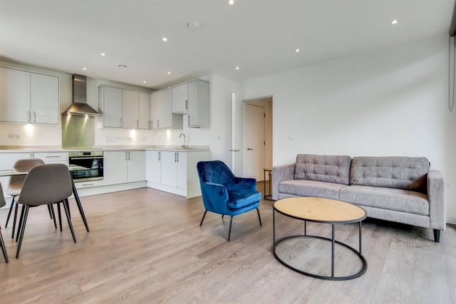 Thumbnail Flat to rent in Propeller Crescent, Croydon