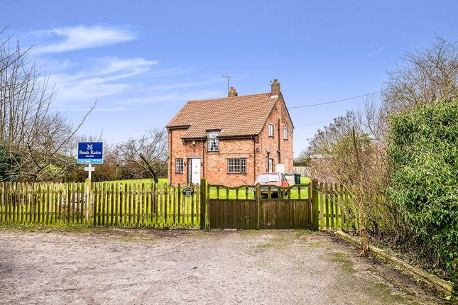 Thumbnail Detached house for sale in Wrexham Road, Marlston-Cum-Lache, Chester