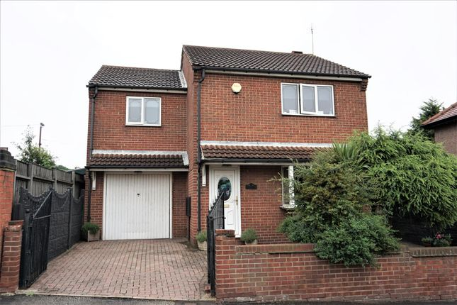 Thumbnail Detached house for sale in Hill Crest, Skellow, Doncaster