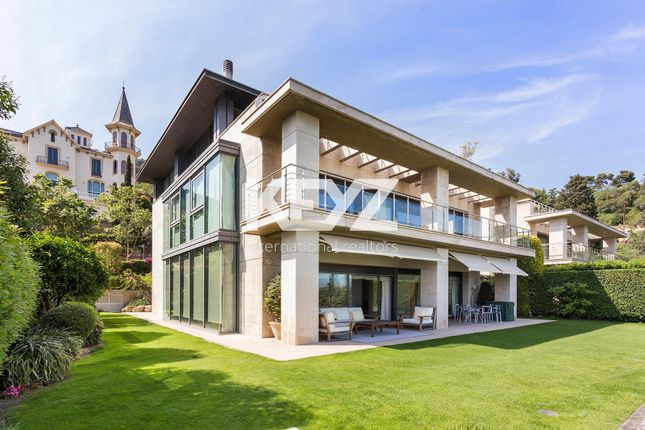 Thumbnail Villa for sale in Barcelona, Barcelona, 08035, Spain