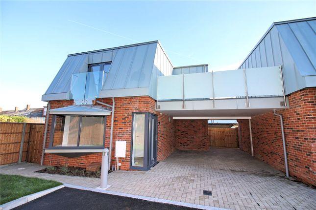 Thumbnail Link-detached house to rent in Buckingham Road, Borehamwood, Hertfordshire