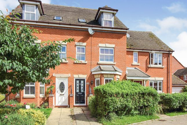 Thumbnail Terraced house for sale in Lingfield Crescent, Stratford-Upon-Avon