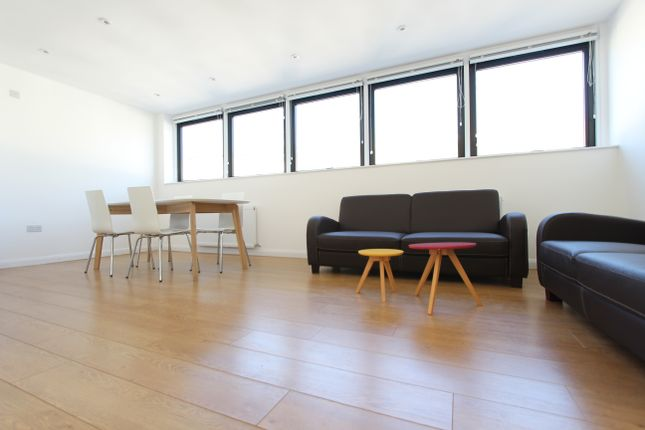 Thumbnail Flat to rent in Penthouse Flat, Stucley Place, Camden Town, London