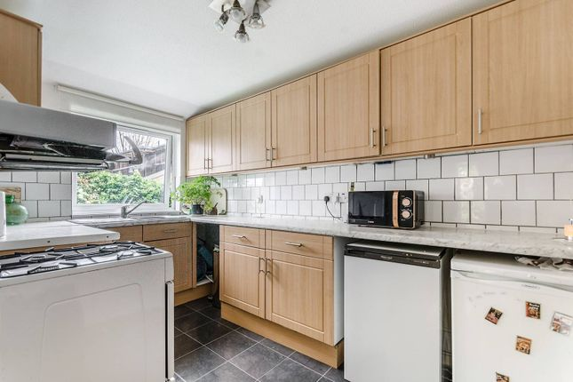 Thumbnail Bungalow to rent in Burrow Walk, Herne Hill, London