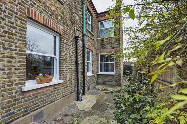 35_Dsc1451 of Warner Road, Walthamstow, London E17