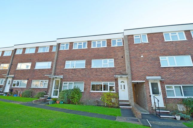 Thumbnail Flat to rent in Winton Court, Winton Road, Petersfield