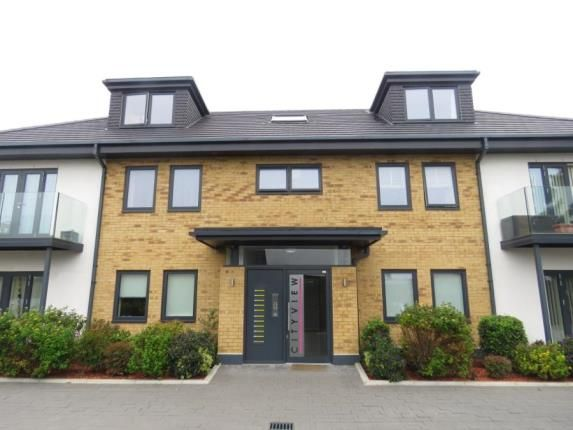 Thumbnail Flat for sale in 14 Lowe Close, Chigwell, Essex