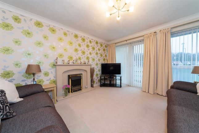 Thumbnail Flat for sale in Melton Court, Oakwell Close, Dunstable
