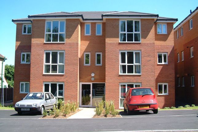 2 bed flat to rent in Hayes Lane, Stourbridge DY9