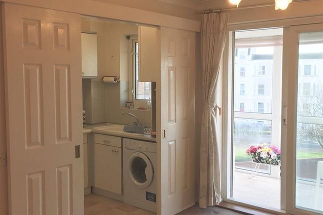 Thumbnail Flat to rent in Queens Parade, Cliftonville, Margate