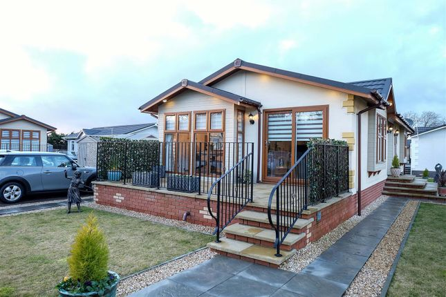 Thumbnail Mobile/park home for sale in Bishops View, Gairneybridge, Kinross
