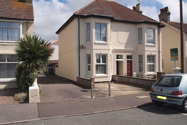 Thumbnail Flat to rent in First Floor Flat, 61 Penhill Road