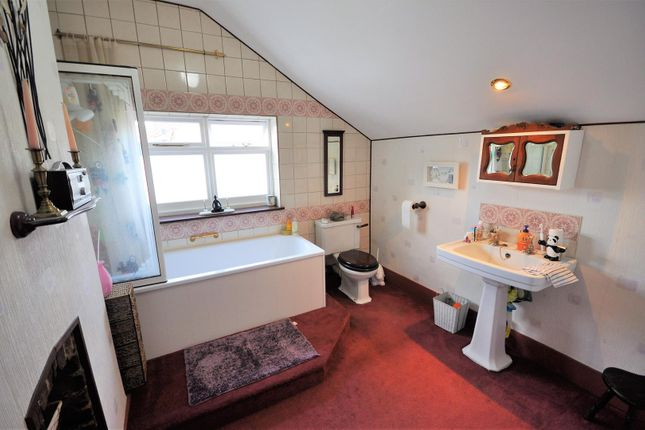 Bathroom of Balmoral Road, Watford WD24