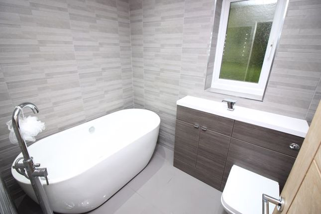 Bathroom of Petrel Close, Astley, Tyldesley, Manchester M29