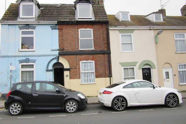Thumbnail Town house to rent in Tennyson Road, Lowestoft