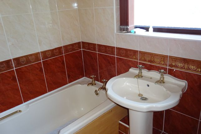 Bathroom of Hatfield House Lane, Sheffield S5