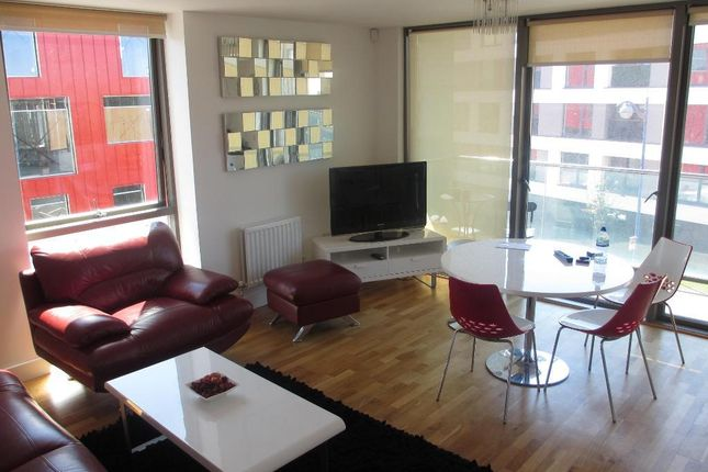 Thumbnail Flat to rent in Phoenix Street, Millbay, Plymouth, Devon