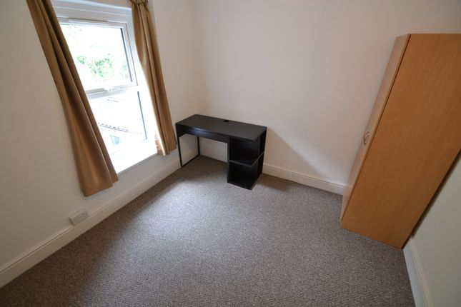 Thumbnail Shared accommodation to rent in Laura Street, Treforest, Pontypridd
