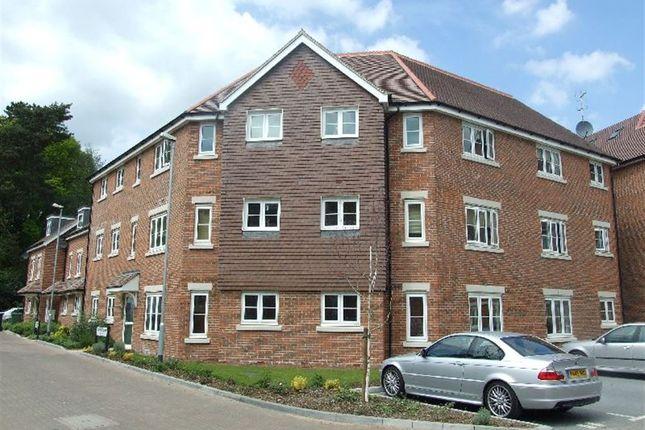 Thumbnail Flat to rent in Willow Grange, Lockhart Road, Watford, Hertfordshire