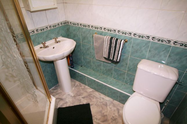 Bathroom of Flat 4, 248 Vinery Road, Burley LS4