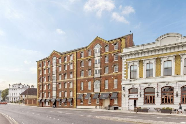 Thumbnail Flat for sale in Town Quay, Southampton