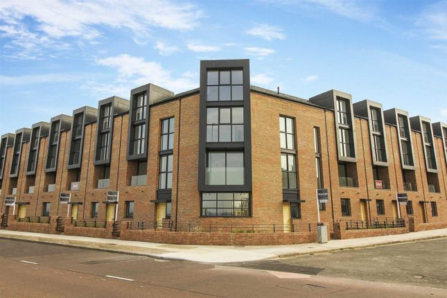 Thumbnail Terraced house for sale in High Point View, Promenade, Cullercoats