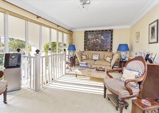 Esher Kt10 of Ruxley Towers, Claygate, Esher KT10