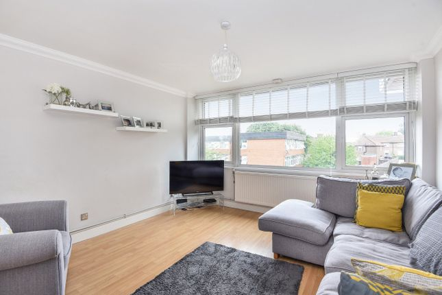 Thumbnail Flat for sale in Horning Close, London
