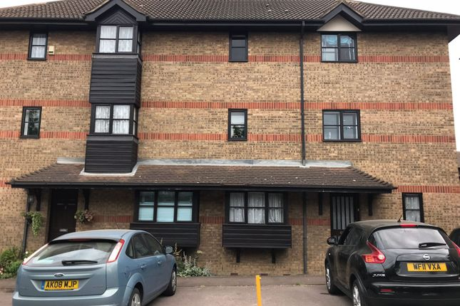 Flat to rent in Bow Arrow Lane, Dartford