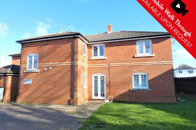 Thumbnail Flat to rent in Hazel Avenue, Farnborough