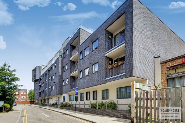 Thumbnail Flat for sale in Furrow Lane, London