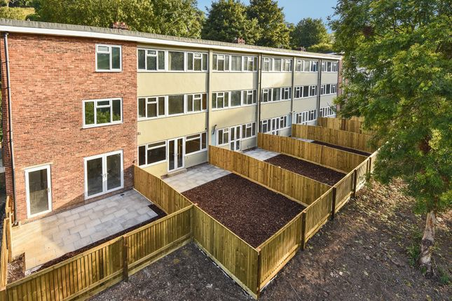 Thumbnail Flat for sale in Queens Court, Brimscombe, Stroud