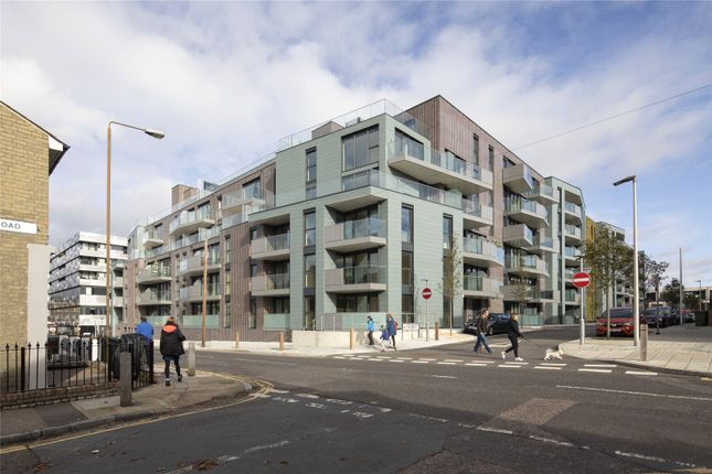 3 bed flat for sale in Greenwich Square - Courtyard, Hawthrone Crescent, Greenwich, London SE10