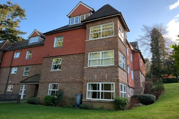 Thumbnail Flat to rent in Ghyll Road, Crowborough