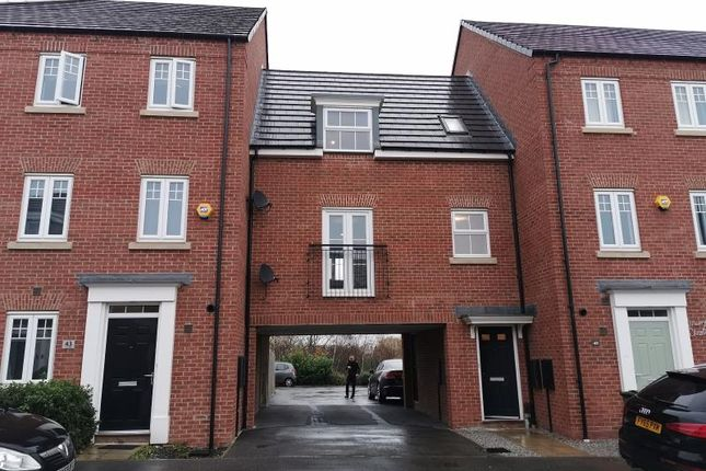 2 bed town house to rent in Ward Road, Castleford WF10