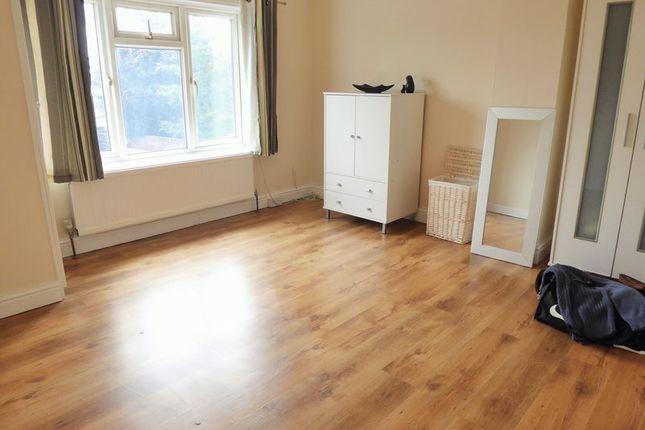 3 Bed Semi Detached House For Sale In Bradley Road Swindon Sn2 Zoopla